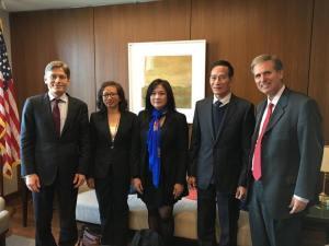 Ông Tom Malinowski - Trợ lý Ngoại trưởng Hoa Kỳ đặc trách Dân chủ Nhân quyền và Lao động (đứng hàng đầu bên trái)