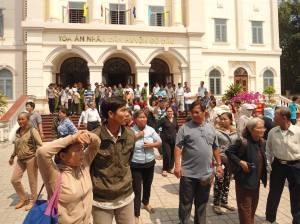 Trước Tòa án huyện Gò Dầu, tỉnh Tây Ninh ngày 03/3/2016. Ảnh: Ls Võ An Đôn